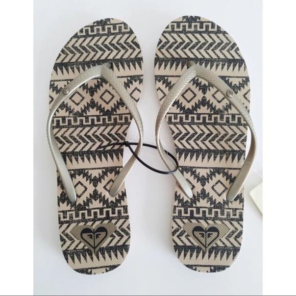 d82b8a9955aa ROXY Bermuda Gold Thong Sandals Size 8